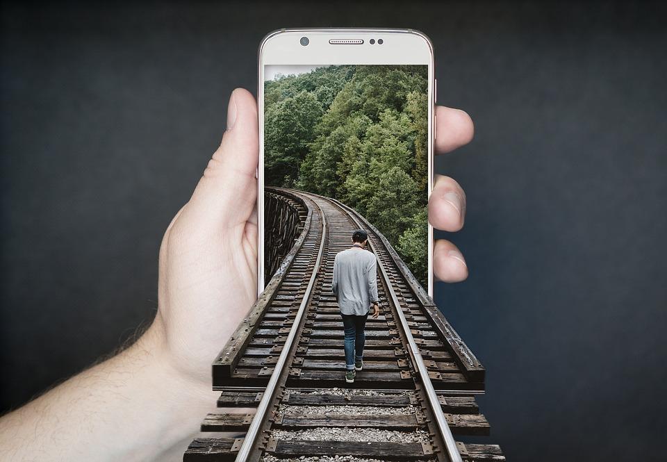 manipulation-smartphone-2507499_960_720.jpg