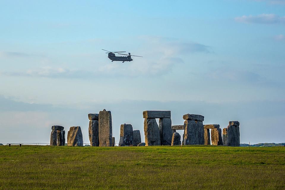 stonehenge-1449149_960_720.jpg