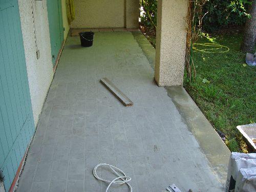 Terrasse après ragréage léger et ceinturage béton
