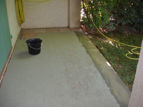 Terrasse après ragréage léger et ceinturage en béton