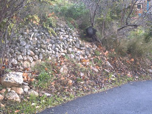 Mur en pierres de récupérations avant travaux