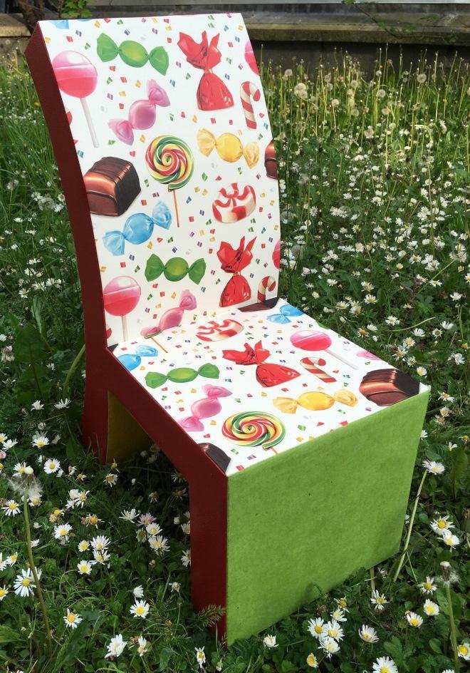 chaise en carton web (2).JPG