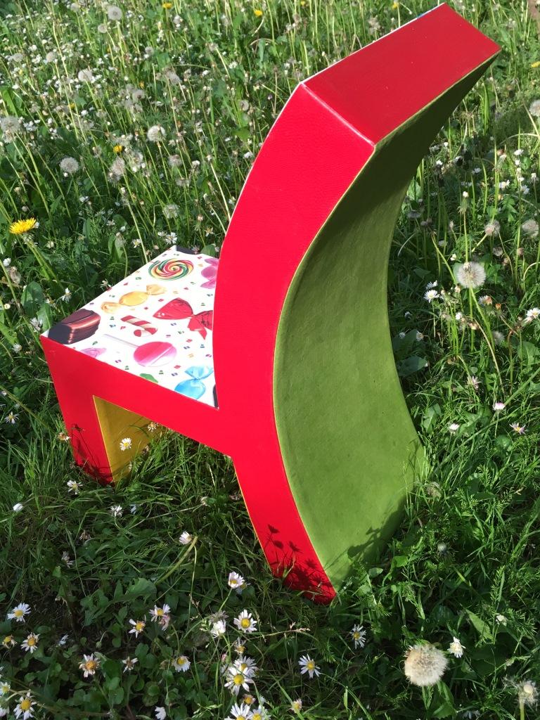chaise en carton web (1).JPG