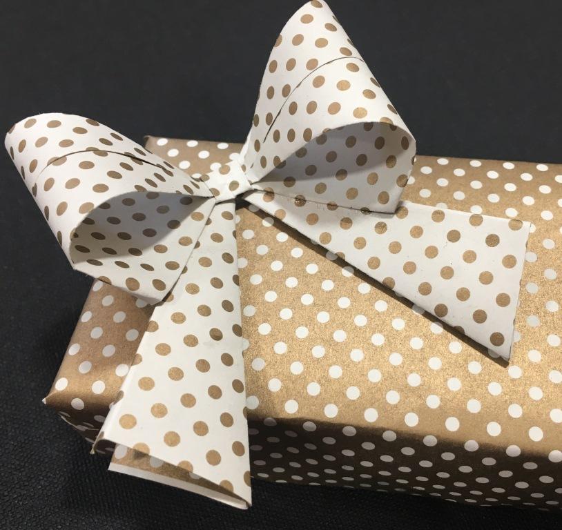 paquet cadeau déco papier (5).JPG