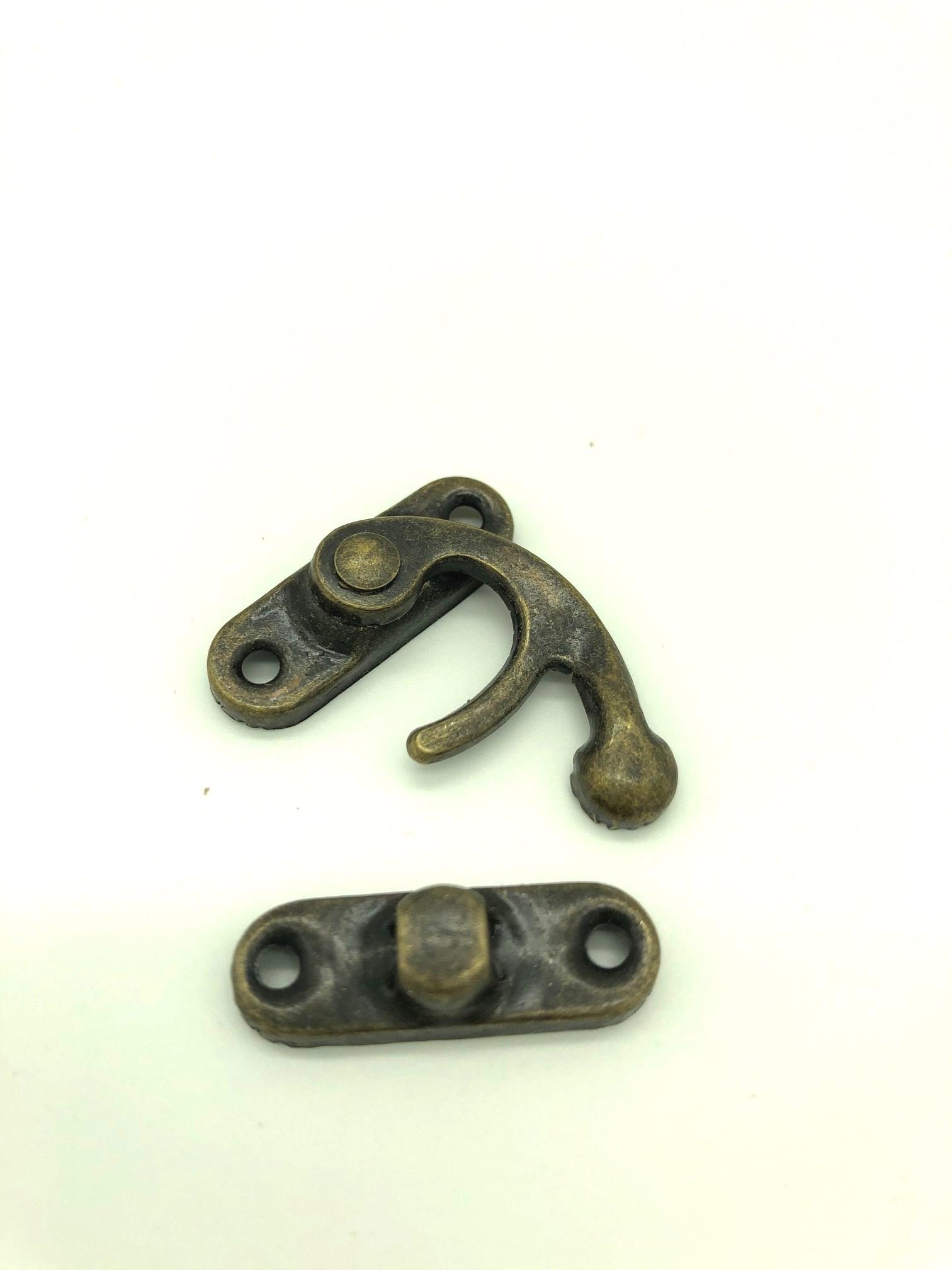 serrure crochet bronze (1).jpg