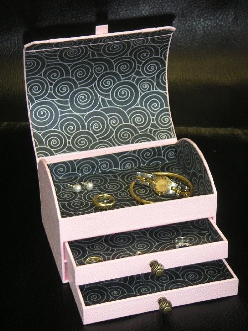 une tr s jolie bo te bijoux et autres r alisations cartonnage. Black Bedroom Furniture Sets. Home Design Ideas