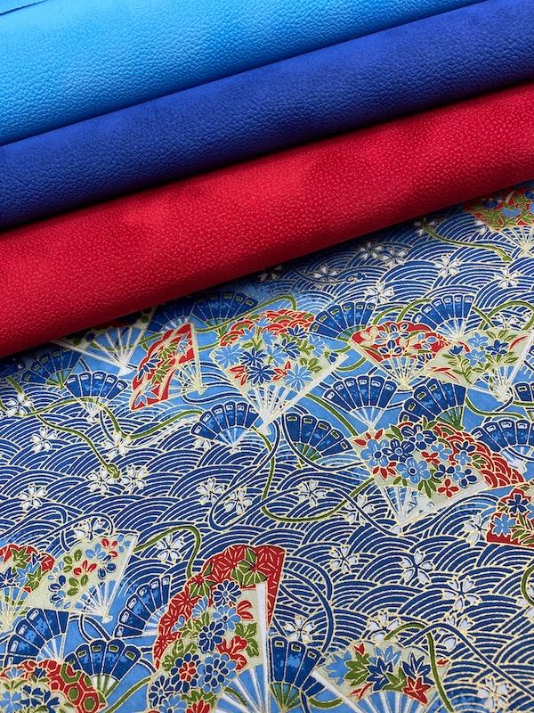 eventail rouge et bleu assortiment 2