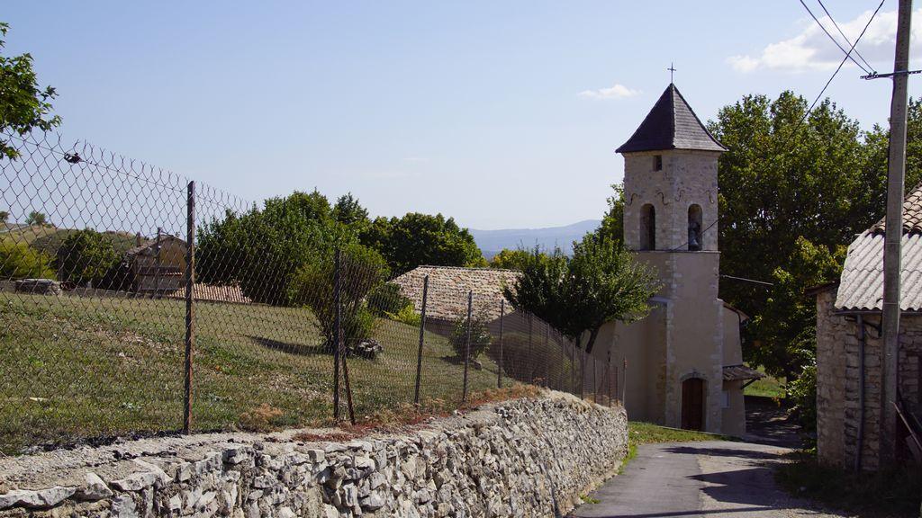 L'église de Ferrassière, début du sentier