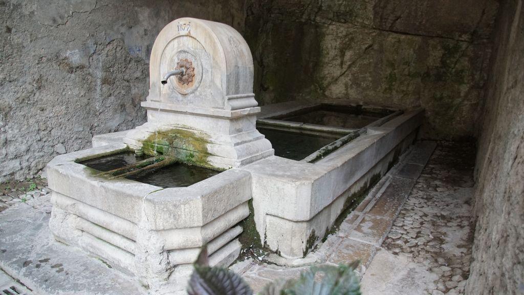 Une autre fontaine et son lavoir