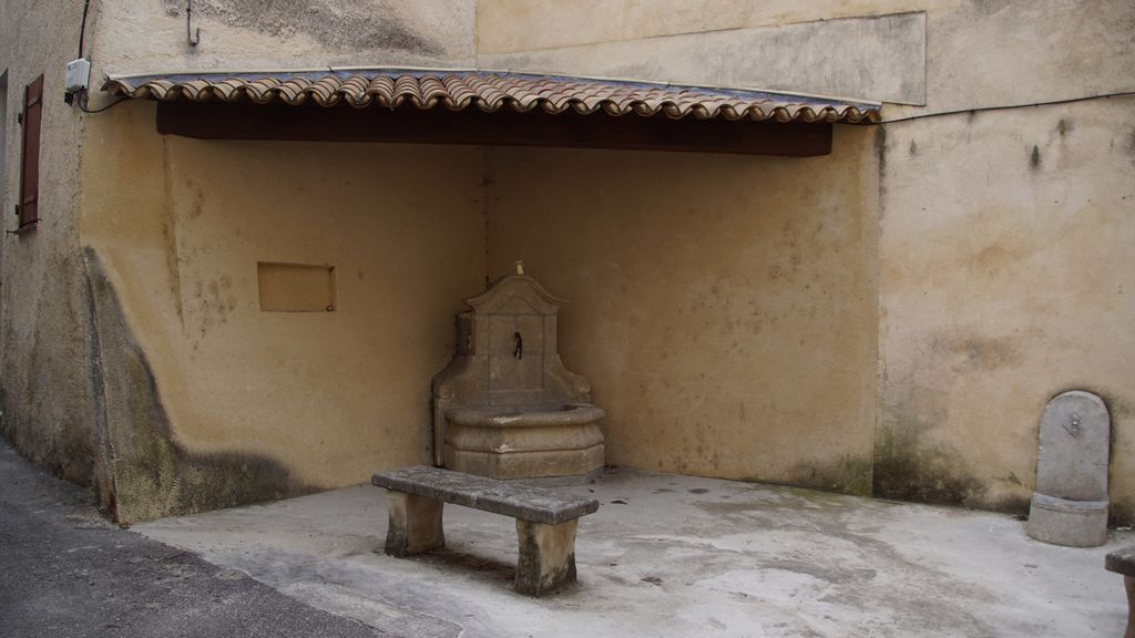 Petite pause, fontaine, banc, petit abri