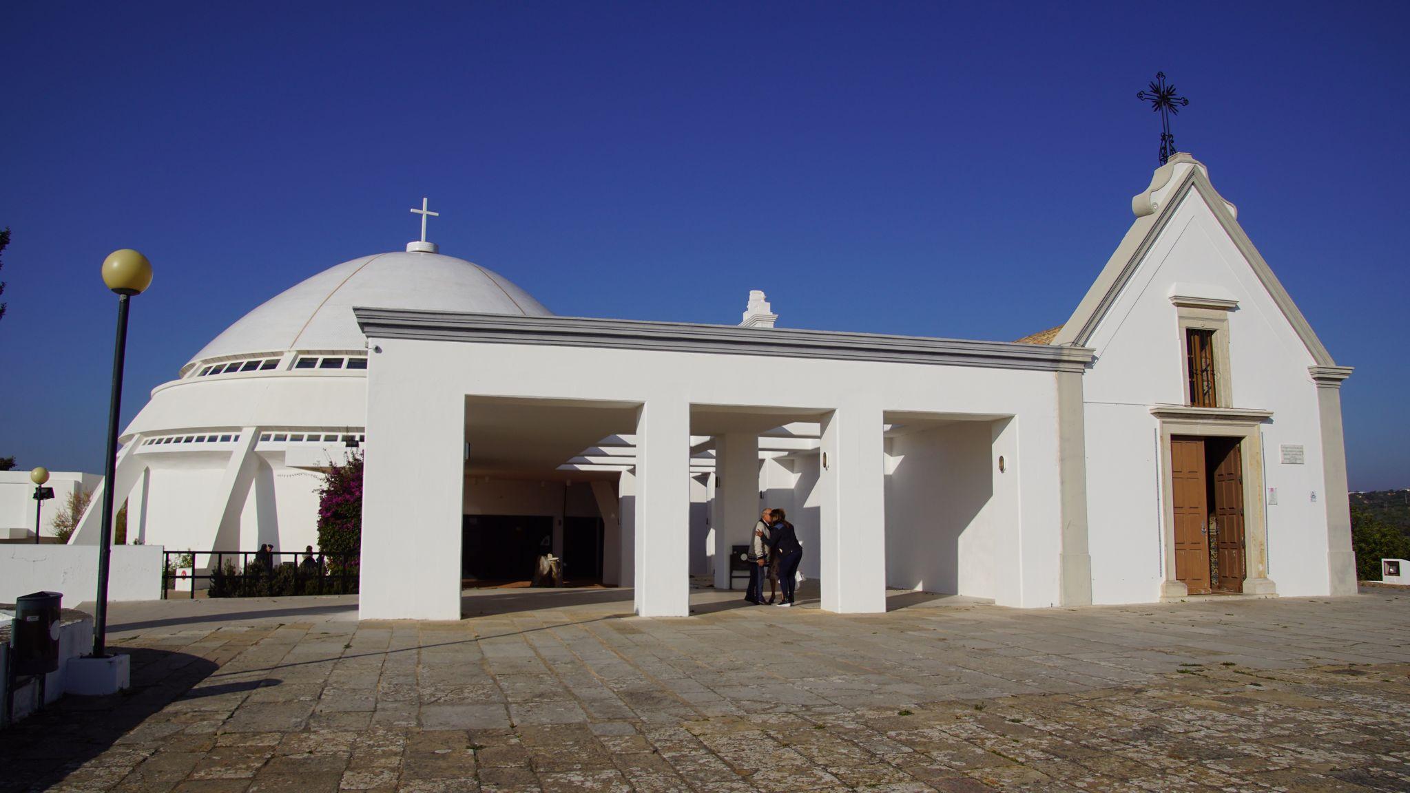A droite l'ancienne chapelle