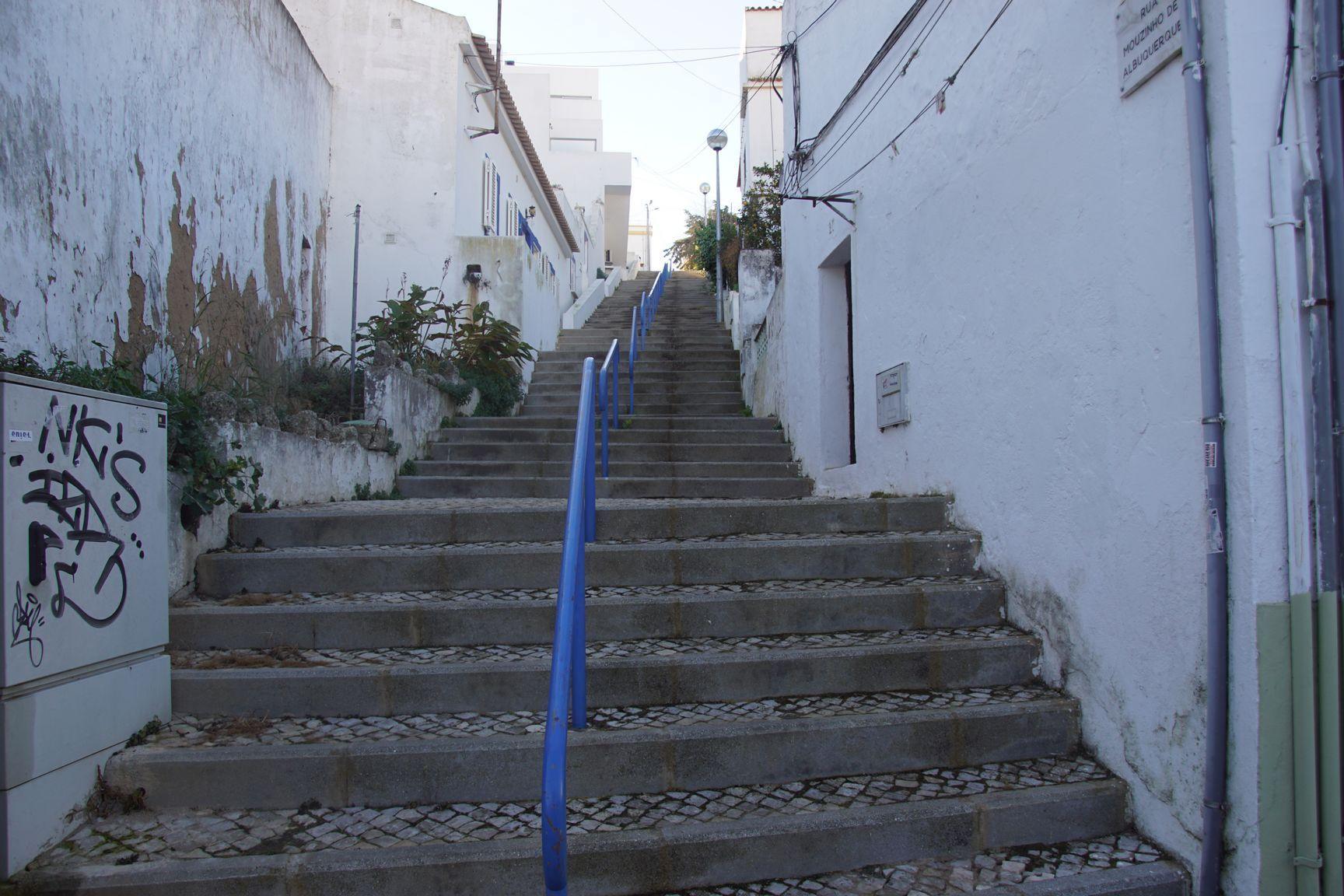 Quelques marches comme dans tout le Portugal