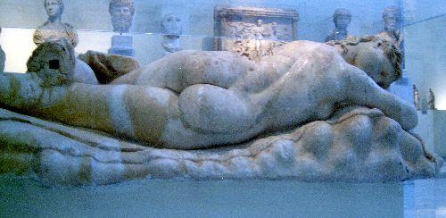femme endormie (musée d'athènes)