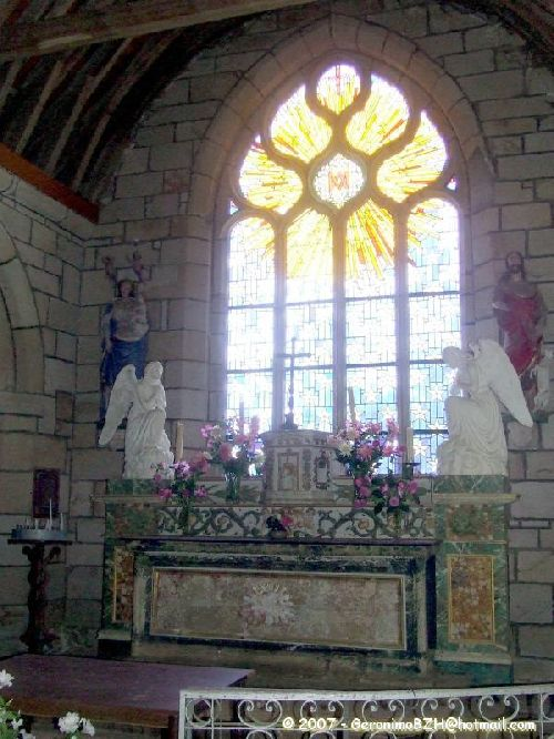 L'intérieur de la chapelle Saint-Laurent de Lannourec à Goulien