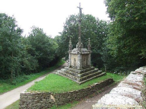 Le calvaire de la chapelle Saint-Laurent de Lannourec à Goulien