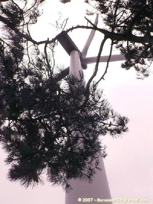 Une éolienne à Goulien