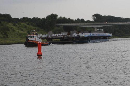 Après 5 jours de navigation voici enfin le convoi qui se présente sous le pont de Gellik. Il est 19h 20.