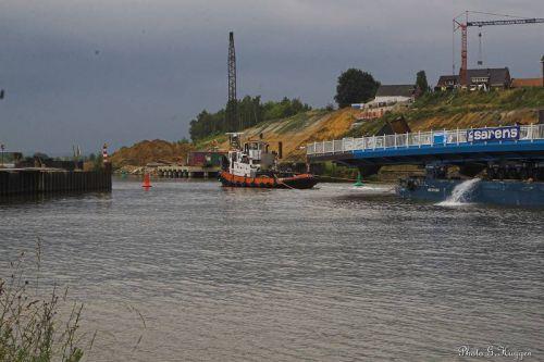 Le convoi passe devant le site de déchargement pour allez faire demi-tour a la bifurcation des deux canaux de jonctions (canal Albert et canal de Maastricht).