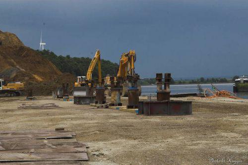 Le site de déchargement du pont.