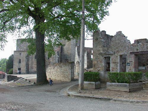 L'église et le début de la rue principale