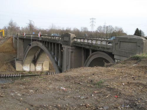 Une série du pont prise sur divers angles