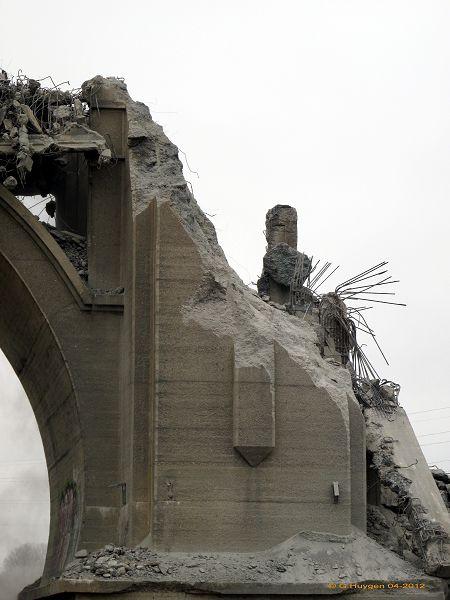 Bon , pour le dynamitage, au fond il ne restera que l'arche central