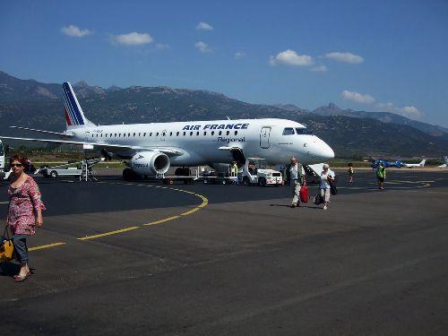 Arrivée sur le tarmac de l'aéroport de FIGARI/BONIFACIO