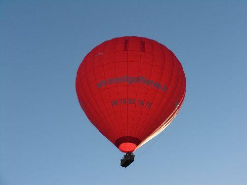 Un petit point rouge dans un ciel bleu!!