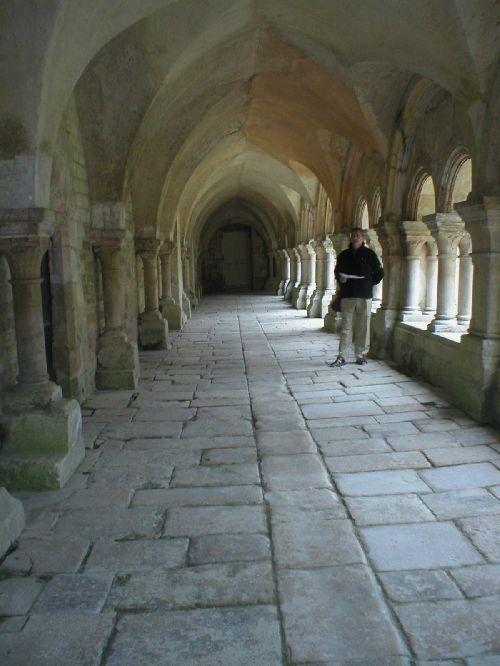 le cloître de la superbe abbaye de Fontenay