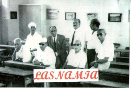 Une photo souvenir d'un groupe d'instituteurs