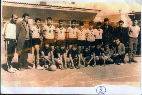 Volleyeurs de l'ecole Benbadis- sur la photo Della, Feknous, Saou Hocine...