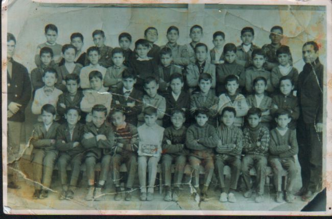 Classe CM1-67/68-Ecole Lallement- Maitres Senouci Halim et Mustapha Khodir.- Sur la photo-Tahraoui- Addad N.Messaoudi Djamel-Kouadri Yahia-Benguedda M.-Tegguia Abdelfetah-Khatir Ahmed- Khetib Omar-Hamiti ( medecin)-Beneguouche Ahmed ( Medecin)-Denai.N- Ma