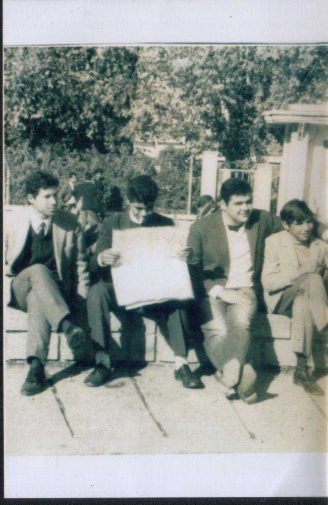 Photo souvenir prés de la gare ( haricot) avec de gauche à droite-Benali ( plombier)Maamar Benafla ( DJS)-Bessekri Mahfoudh ( Allah yerhmou)-Saadi Ali (Santé). Photo-08/12/1968