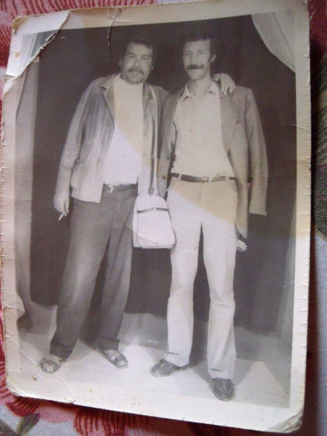 Photo souvenir de 1973-Hocine Guimour et Brahim Benali.