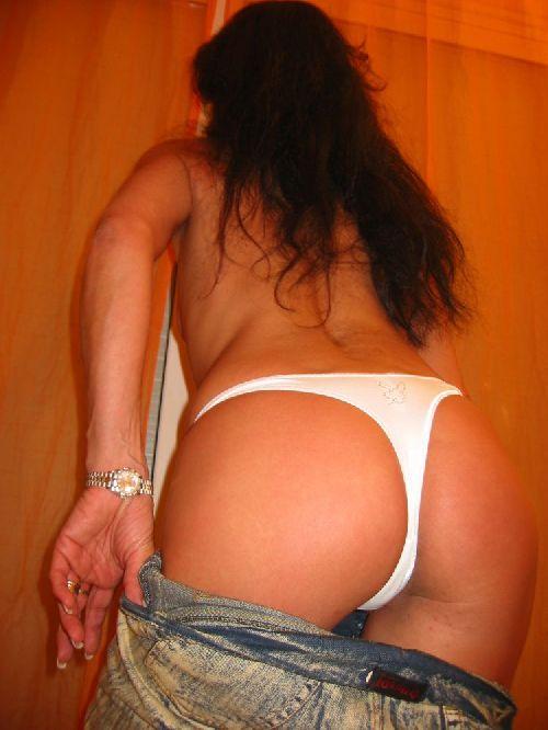 Belles fesses de Viviane ... 44 ans ! un cul de reve