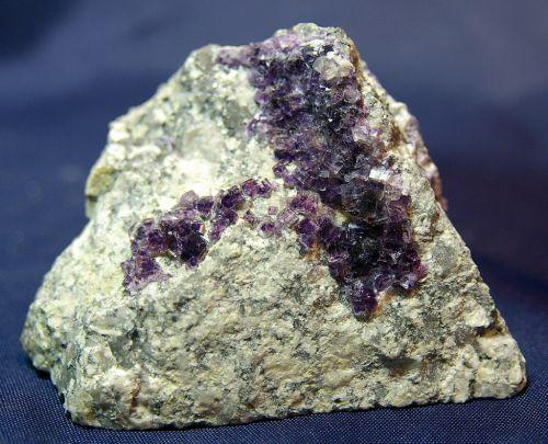 SP 06 - Fluorite et Barytine, St-Peray, Ardèche 85 mm x 70 mm