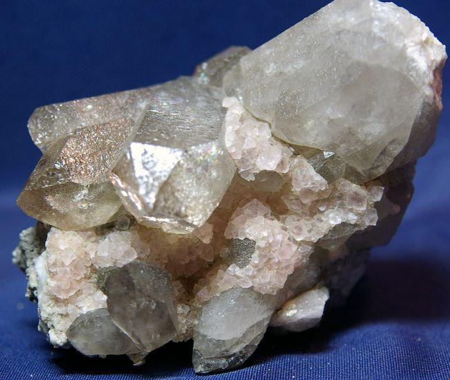 MT 05 - Fluorite sur Quartz fumé, pointe Kurz, Mont-Blanc, Haute-Savoie 110 mm x 70