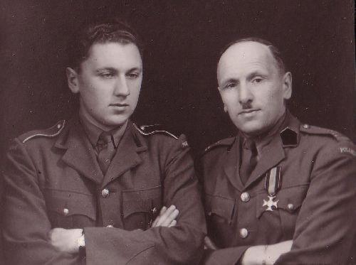 Photo de famille avec son père décoré de l\'ordre du Virtuti Militari