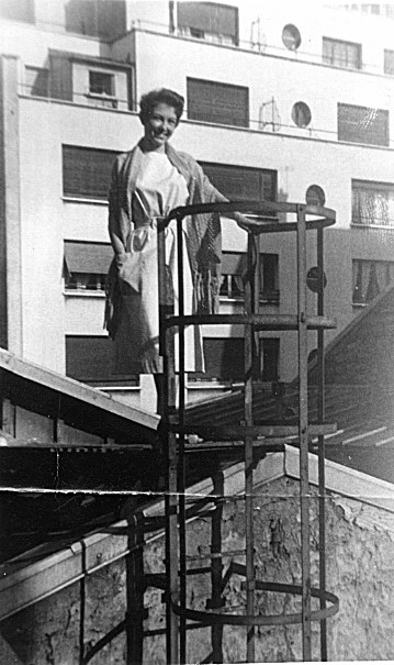 Colette - toit de l'Européen 1956.jpg