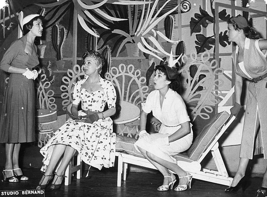 1953 à l' Européen - les 2 soeurs.jpg