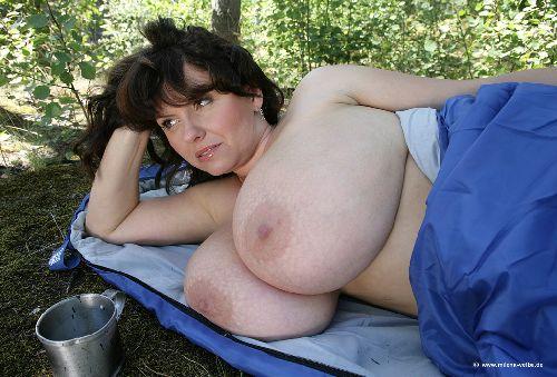 Lesbienne a grosse poitrine-6123