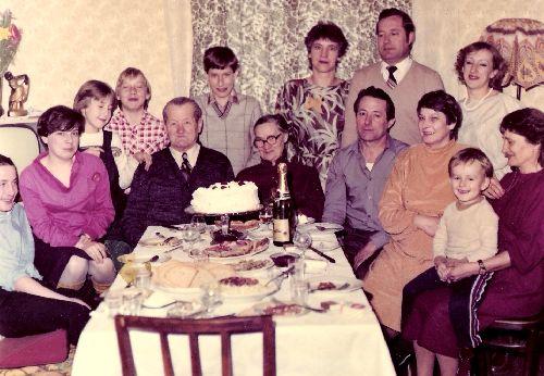 Photo de famille pour cette même occasion-Notez la ressemblance des fils avec la photo de 1945