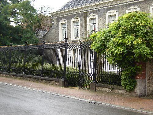 Maison avec grilles à ce jour