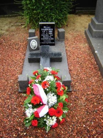 Tombe de Monsieur Kasperek, décédé à 27 ans en 1950.Celle-ci sera fleurie par son fils
