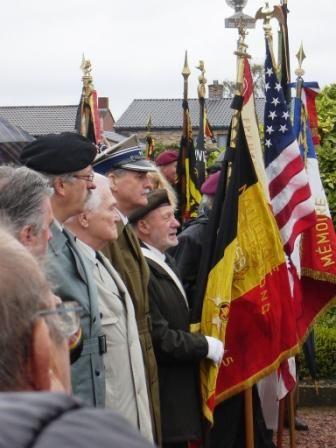 De gauche à droite: CDT W.Styranka, président de l\'association belge des vétérans polonais, Mr C.Kajpus, officier de la Division, Le Colonel Bochenek, attaché militaire polonais en Belgique.