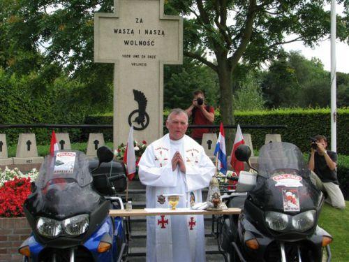 Messe sur les motos des Bikers polonais