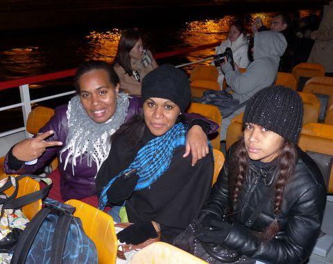 Emmanuelle, Christiane et Naëlle on the boat !