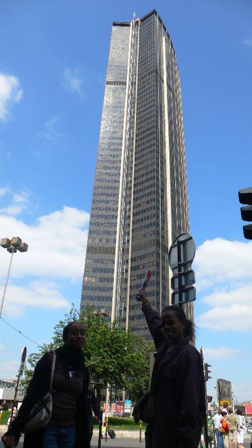 Aurélia et Gena à la tour Montparnasse Infernale