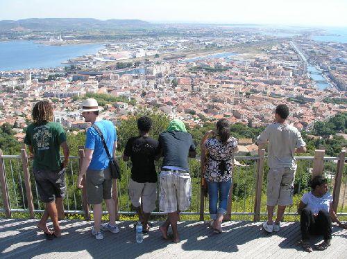 Jolie vue sur la ville de Sète, les canaux, le port, l\'étang de Thau et la mer !