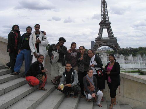 La bande vers la Tour Eiffel